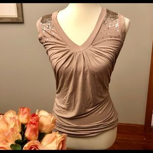 Soft, lush colored sleeveless top w sequins. S